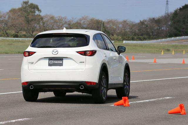 GVCプラスの試乗車で、ダブルレーンチェンジをテスト中の様子。