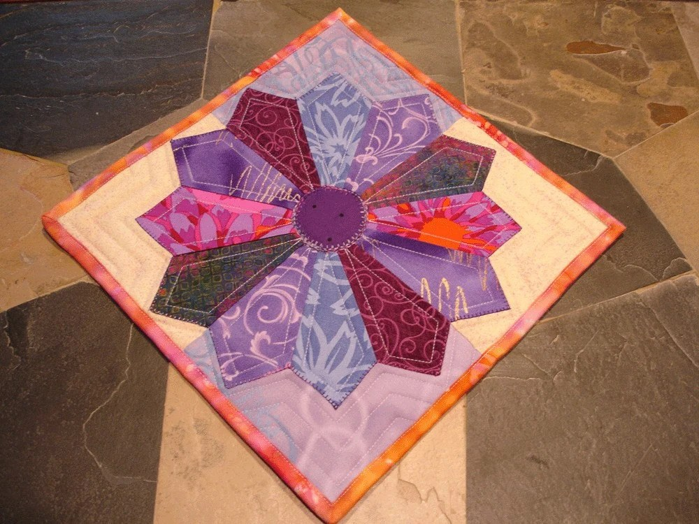 Quilted Dresden Plate Hot Pad Trivet