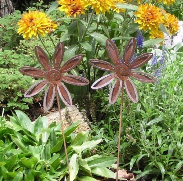 rusty metal flowers garden art 2 Rusty Metal Flower Garden Art Yard Stake Set by MountainIron