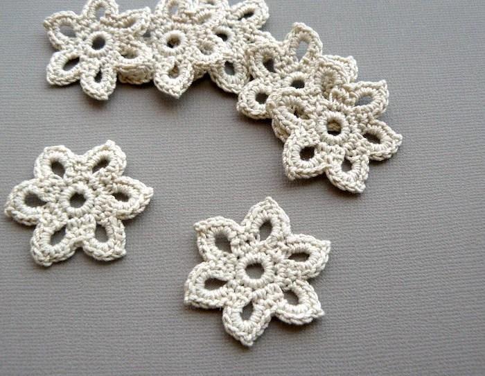 10 Crochet Applique Flowers -- 1-3/8 inch Diameter, in Natural Beige - CaitlinSainio