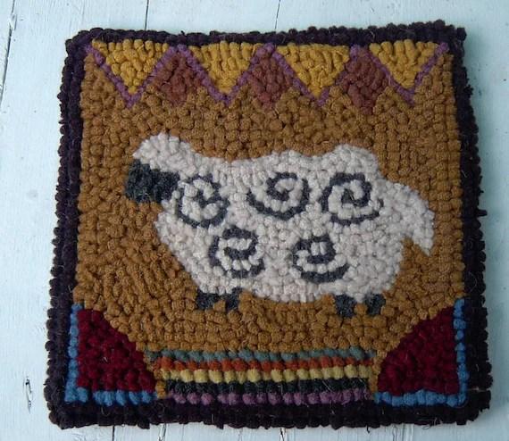 Beginner WOOLY SHEEP Primitive  Rug Hooking Kit with Hook