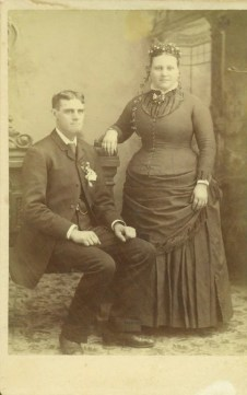 6b1df5f6d9 Victorian women had well-fitting plus size corsets too. To see more  examples