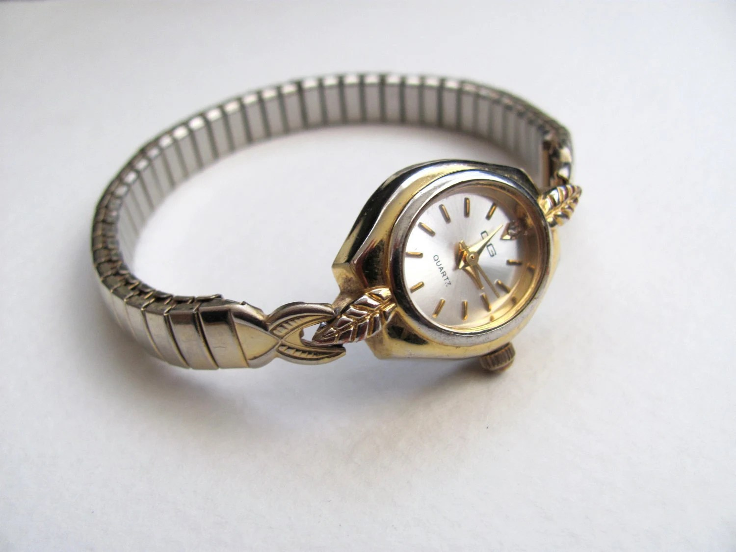 Vintage Womens CG Watch Gold Tone Stretch Band