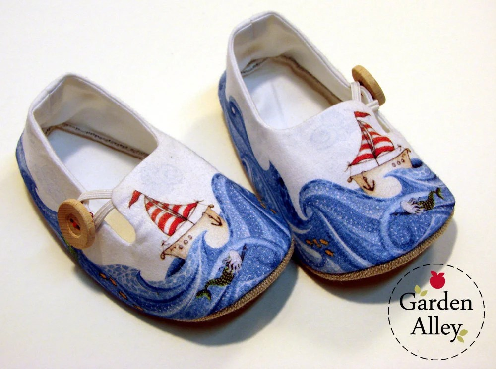 Baby Shoes - booties - Sailor  Loafer with wooden button