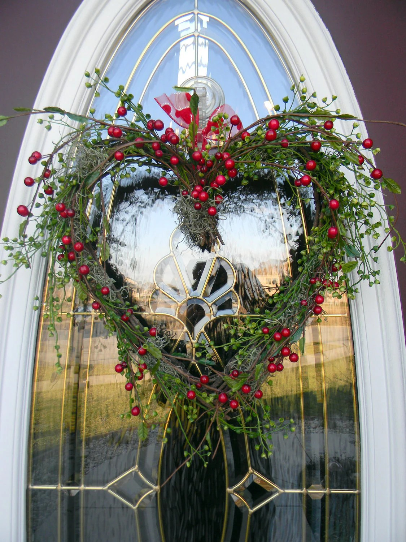 Grapevine Heart Door Wreath Decor..Berry Kisses on Vine Decor Ideas  id=38991