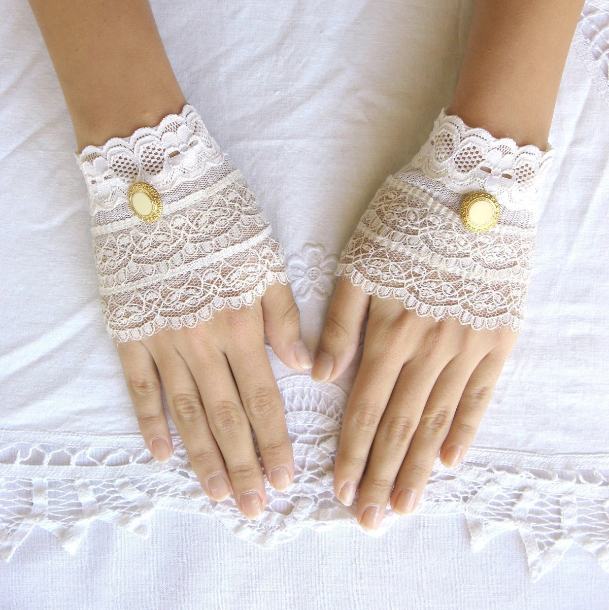 Delicate lace  gloves cream lace cuffs