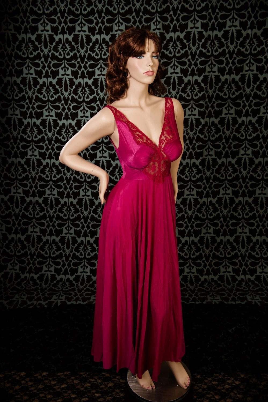 Vintage Olga Bodysilk Nightgown 9687 Medium