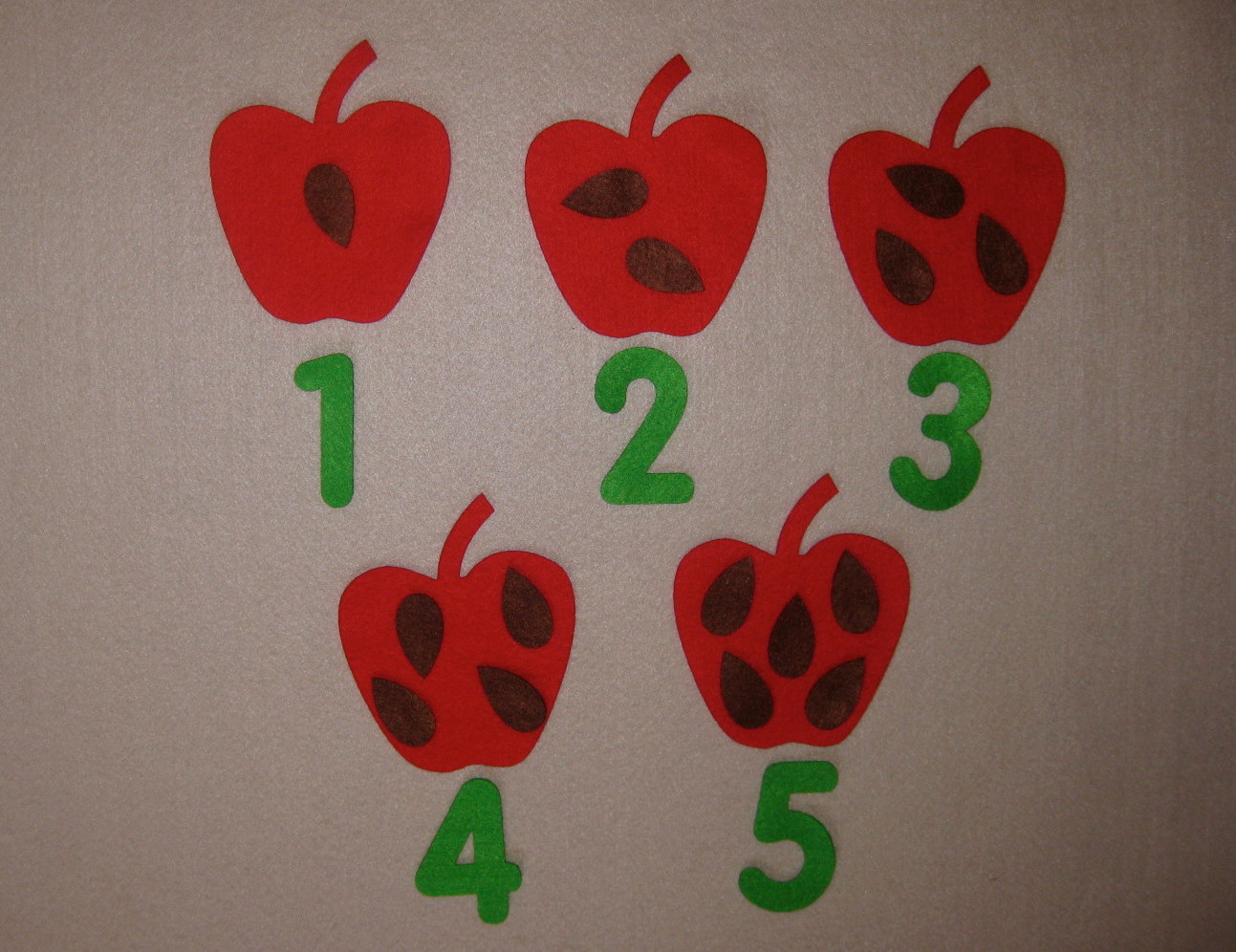 Felt Apple Seed Counting 1 5 Apple Count 1 5 Or Seed