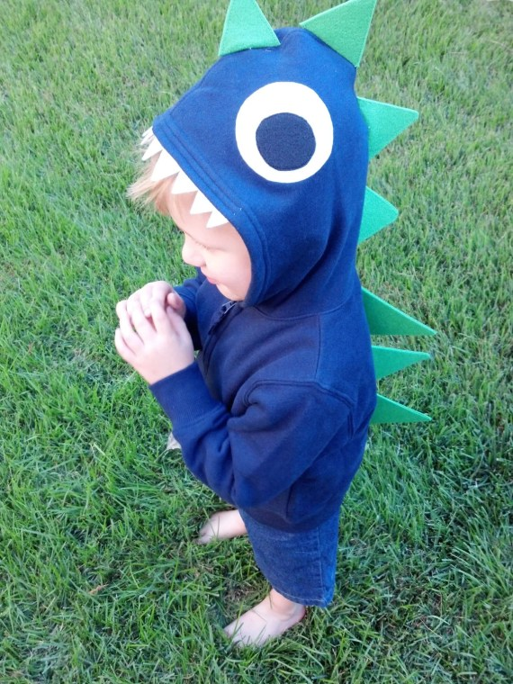 Navy Sweatshirt and Green Spikes Dino Hoodie in size 4T - babeecrafts