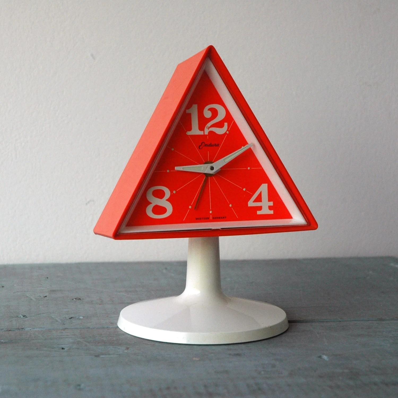 Endura Triangle Clock