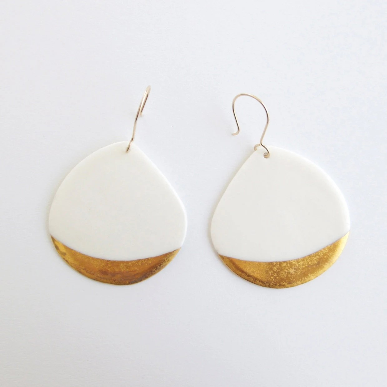 A n a ï s - Ceramic jewellery - White Porcelain earrings & gold patterns - Gold filled earwires - Telline Collection - byloumi