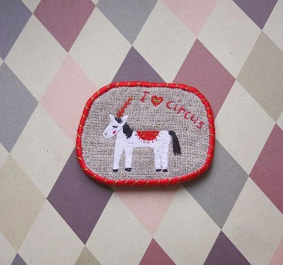 Brooch with horse - I love circus, hand embroidered