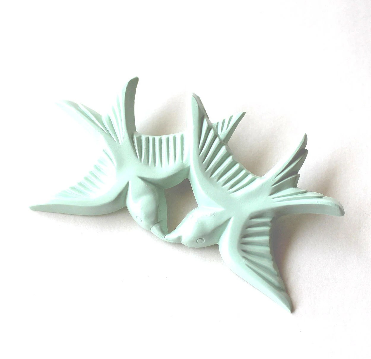Brooch resin mint green pair of kissing swallow birds flying - Bunnys