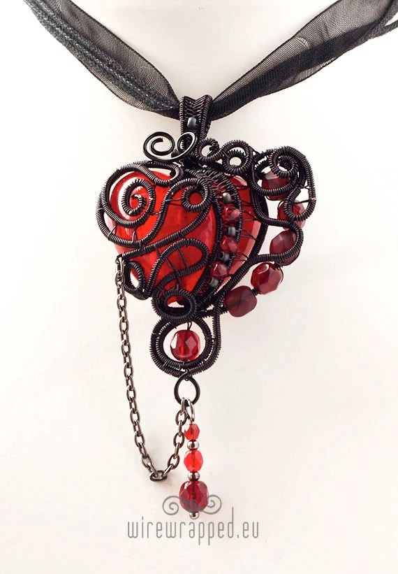 OOAK Red and black gothic heart wire wrapped pendant - ukapala