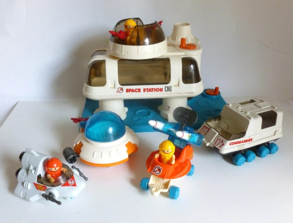 Vintage 1984 Playmate Space Station 06 Astronaut Spaceship Toy