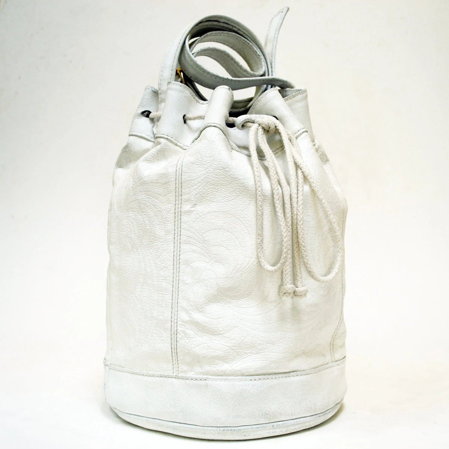 Embossed Bucket Bag. White Leather Drawstring Festival Tote. - ACTIONVINTAGE