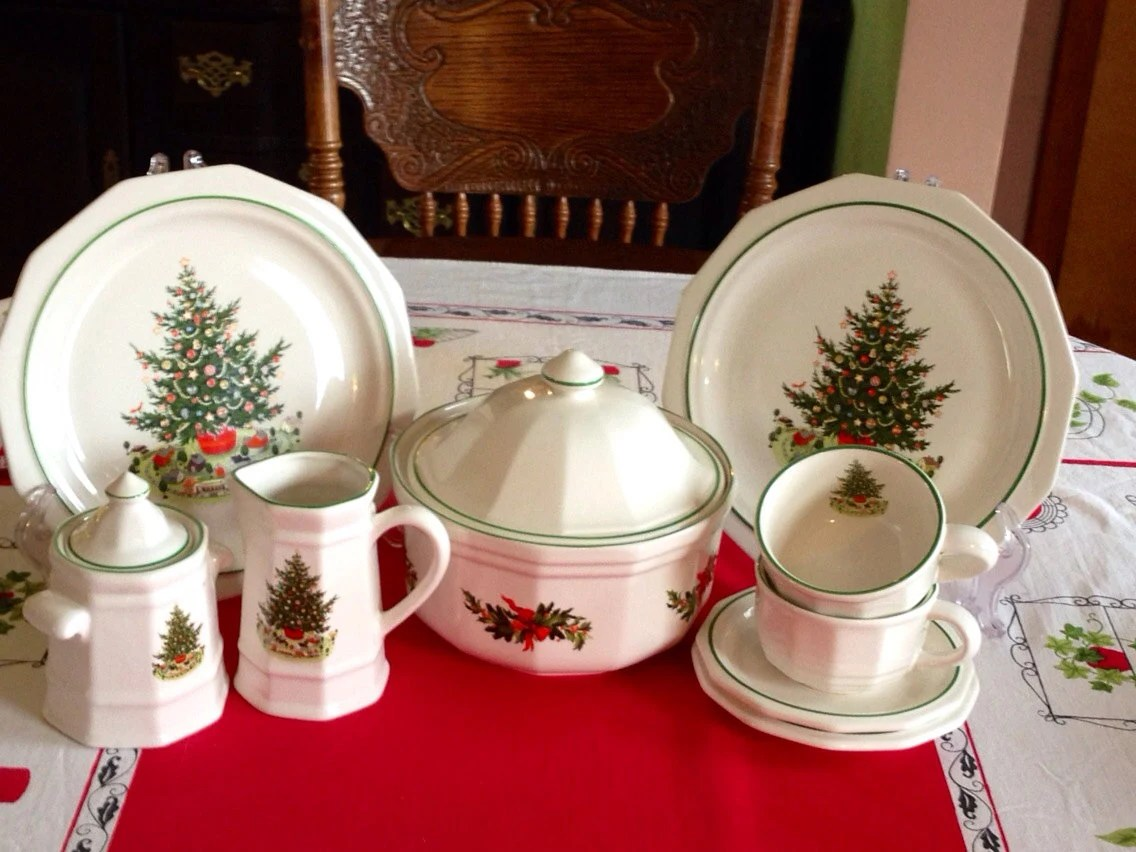 Heritage 2 Patterns Dinnerware Pfaltzgraff Holiday