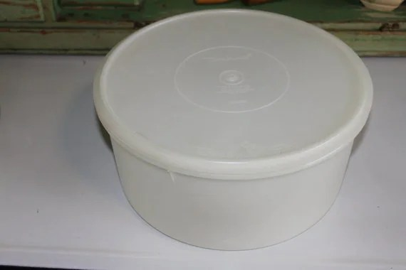 Keeper Tupperware Cake Older