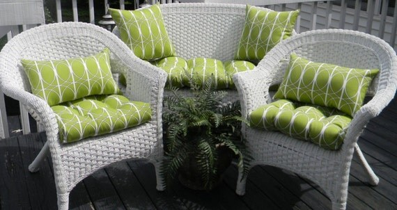 Outdoor Wicker Cushion And Pillow 7 Pc. Set Chain Link
