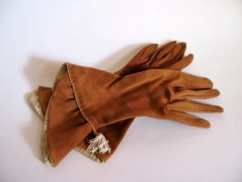 Vintage 1940s Brown 4-button Length Gant Neyret Gloves with Tassle
