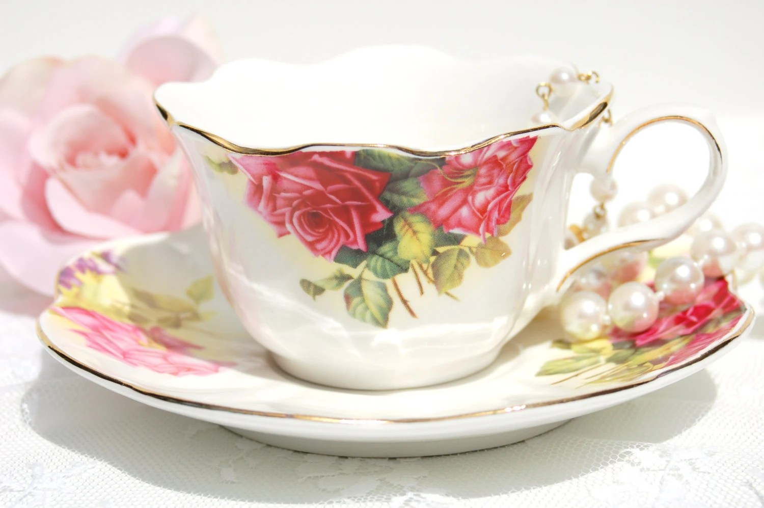 Pretty tea cup set large roses tea cup and saucer tea for Teacup party favors