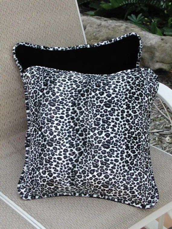 Pillows Black Velvet Throw