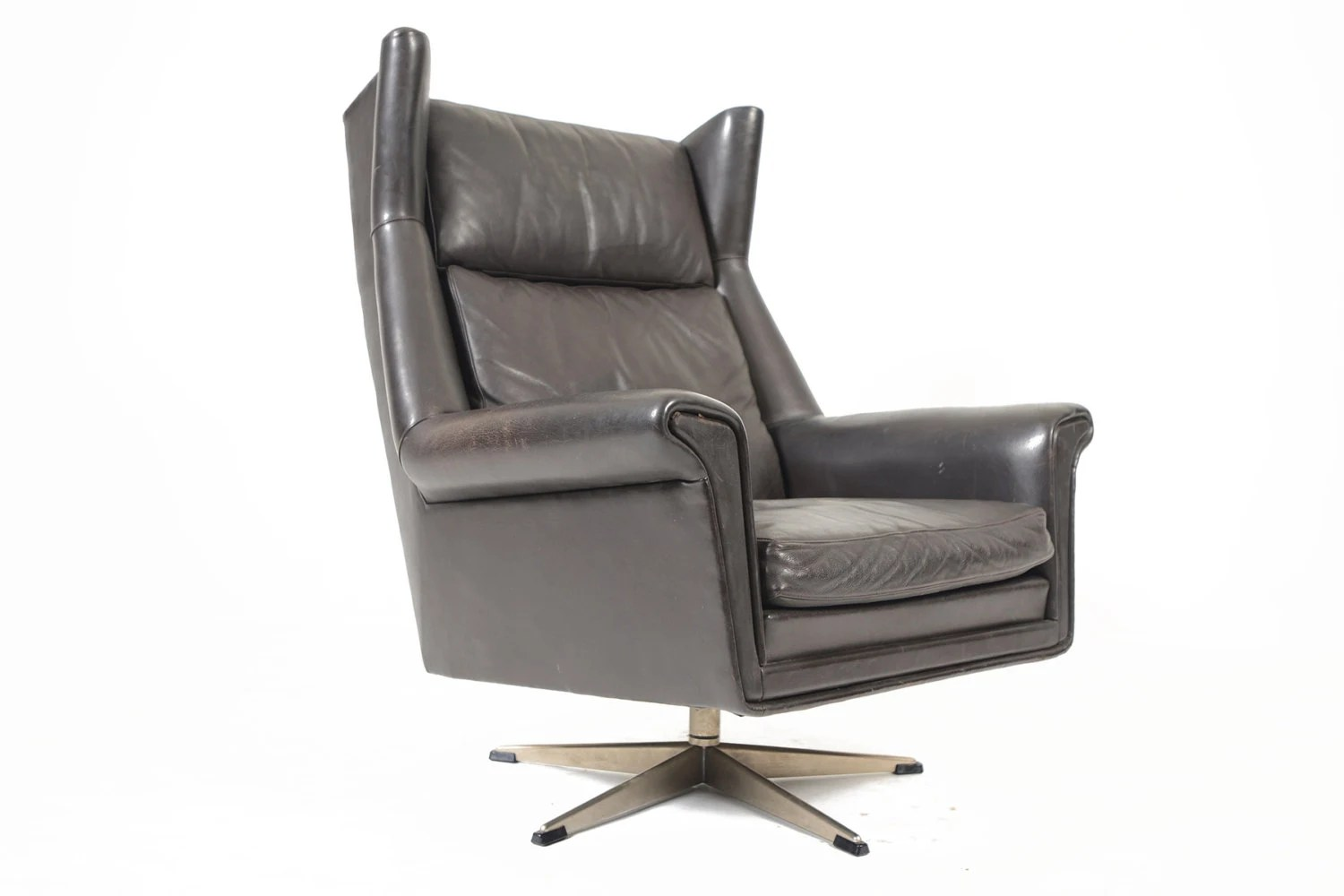 Danish mid century modern black leather swivel lounge for Swivel club chair leather