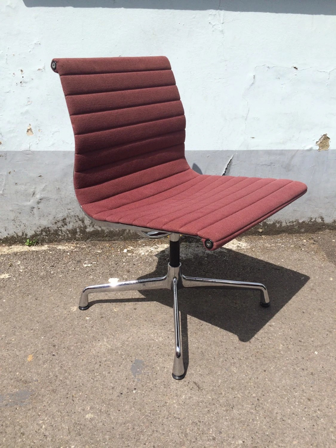 Sold 1980s authentic original vitra produced charles for Vitra alu chair replica