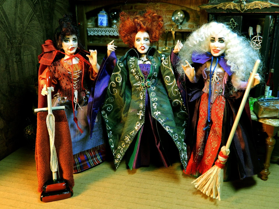 Mary Sanderson Costume