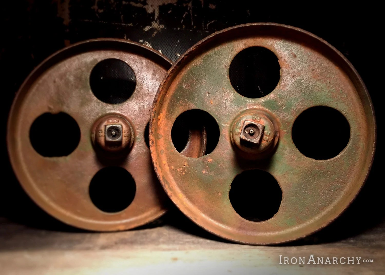 Vintage factory cart coffee table wheels haute juice for Haute wheels