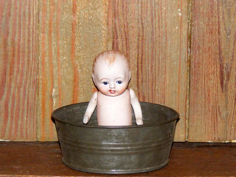 Antique Tin Doll Child Toy Wash Tub Bathtub