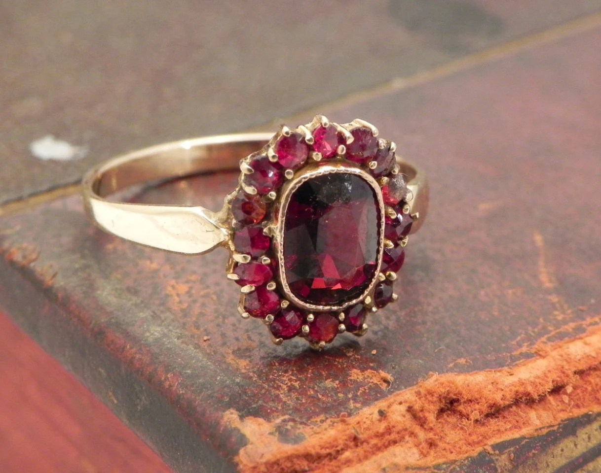 Antique Garnet Ring Set In 9ct Gold Size 7 5 Garnet