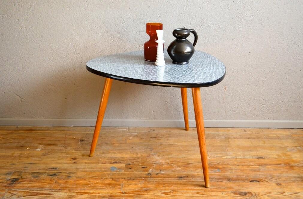 Table gu ridon tripode pi tement compas plateau formica for Table tripode scandinave