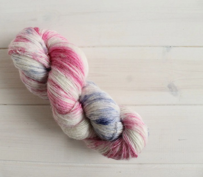 Hand dyed yarn Dr. Facili...