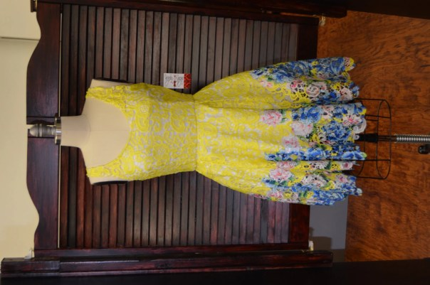 Sleeveless yellow lace dr...