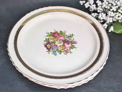 The French Saxon China Co. Vintage Luncheon Plate in FSX30 : Multifloral Center Scalloped With 22k Gold Band