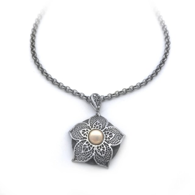 Floral Pearl Necklace   S...