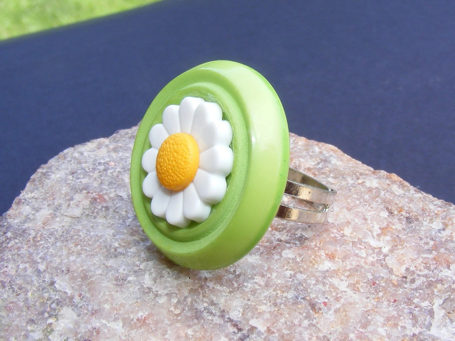 Daisy Button Ring