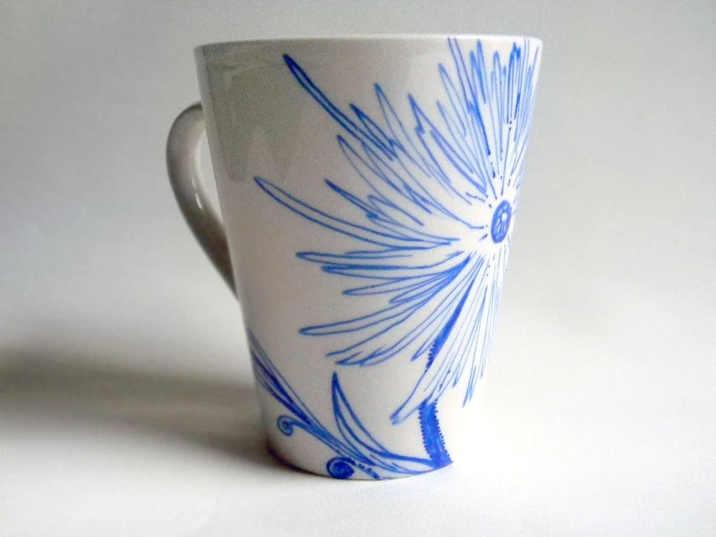 Mug - Hand painted - Blue flower by Artisvast