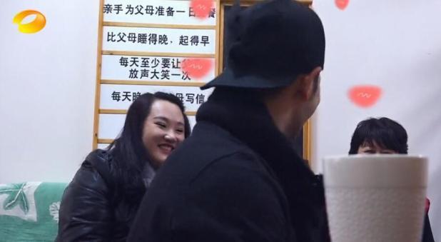 初戀女友終於曝光!黃曉明帶其見媽媽開心熱聊(圖)
