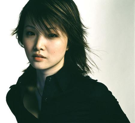 甄子丹親妹妹隱退10年再現身 40歲童顏如少女
