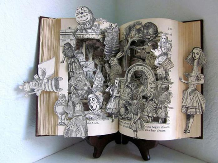 24 самые красивые скульптуры, сделанные из книг