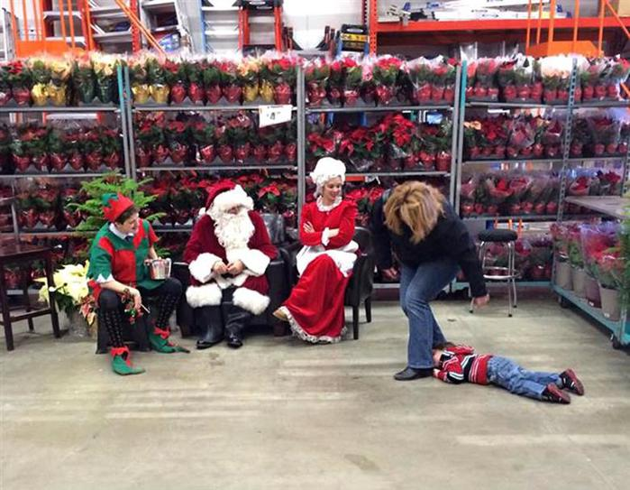 «Дед Мороз, изыди!»  фотографии испуганных малышей