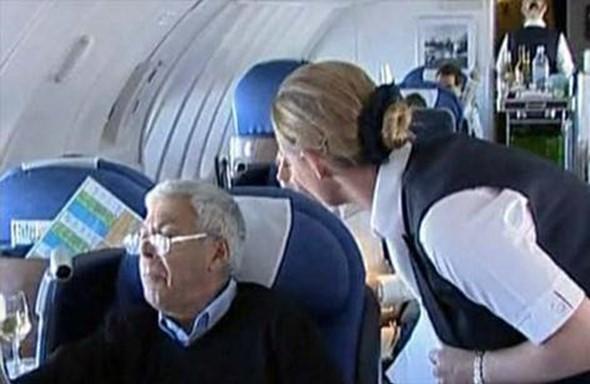 В Ливерпуле самолет не смог взлететь из за мужчин