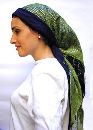 Женщина в платке, хиджабе, плате, кокошнике, вуали ...