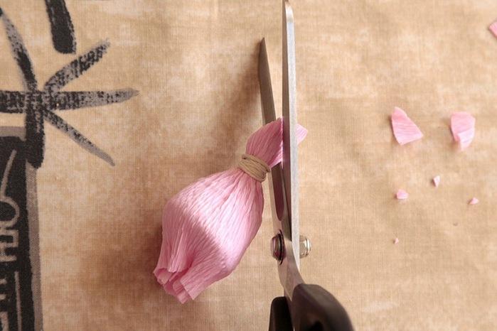 розы из гофрированной бумаги. мастер-класс (8) (699x466, 89Kb)