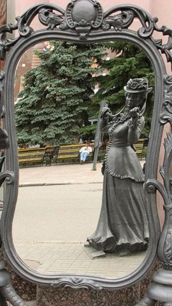 Самые красивые памятники, посвященные женщинам