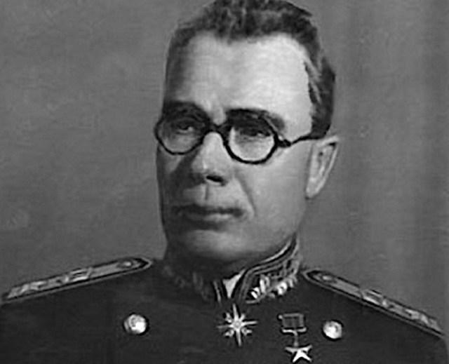 Почему предателя генерала Власова называли «спасителем Москвы»