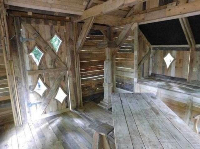 Сказочная хижина из обычных деревянных поддонов
