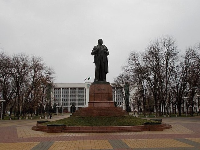 Почему многим российским городам и улицам не меняют советские названия